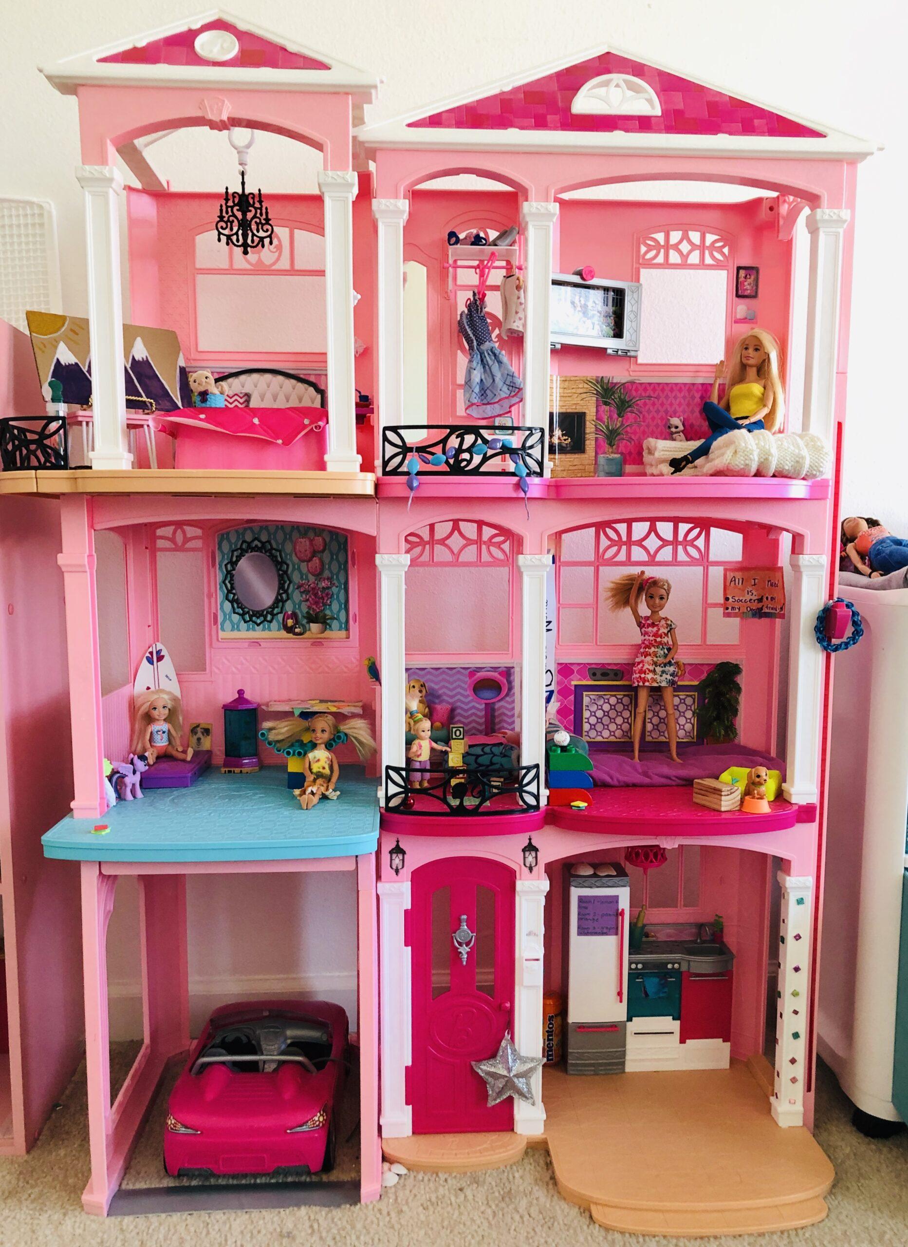 Barbie dream house for the Barbie short story.